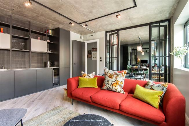 Asking Price £895,000, 1 Bedroom Flat For Sale in London, EC2A