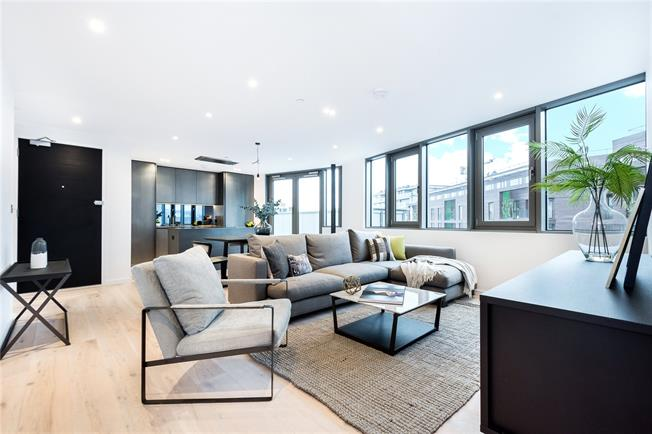 Asking Price £1,195,000, 2 Bedroom Flat For Sale in London, N1