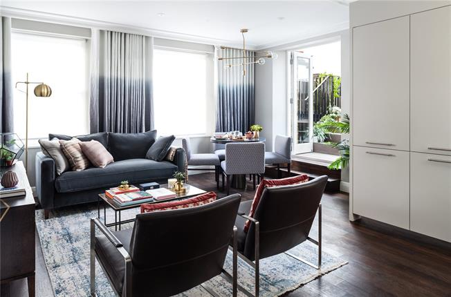 Asking Price £699,950, 2 Bedroom Flat For Sale in London, W2