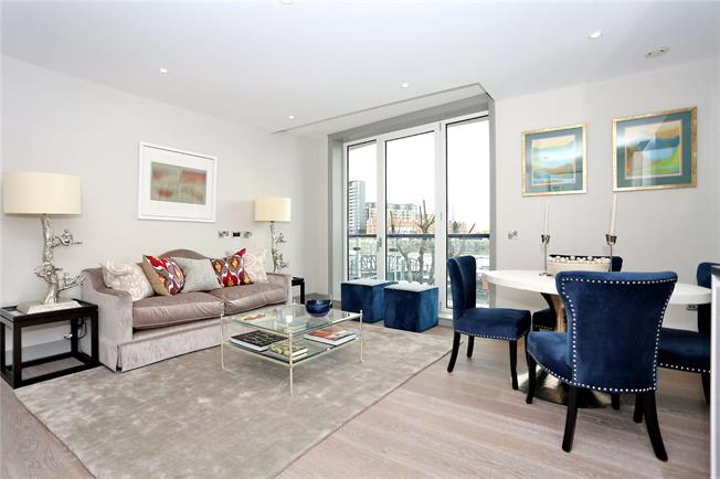 Asking Price £800,000, 2 Bedroom Flat For Sale in Battersea, London, SW11