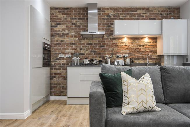 Asking Price £675,000, 2 Bedroom Flat For Sale in London, SE22