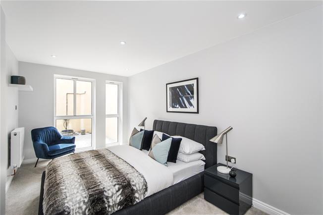 Asking Price £639,995, 2 Bedroom Flat For Sale in London, SE22