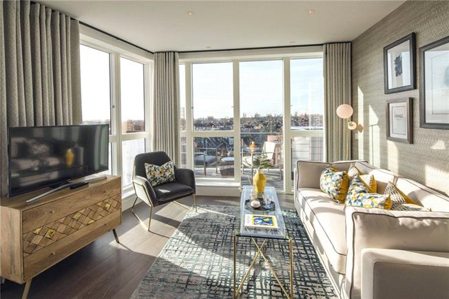 Asking Price £630,000, 2 Bedroom Flat For Sale in London, W10