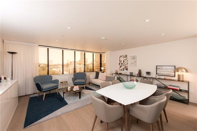 Asking Price £770,000, 1 Bedroom Flat For Sale in Barbican, EC2Y