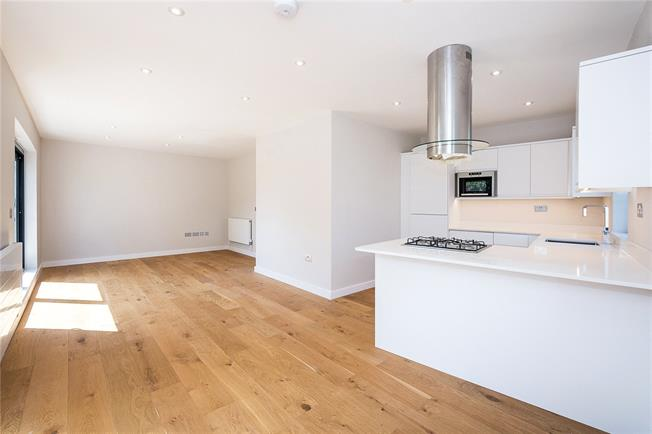 Asking Price £600,000, 2 Bedroom Flat For Sale in London, N8