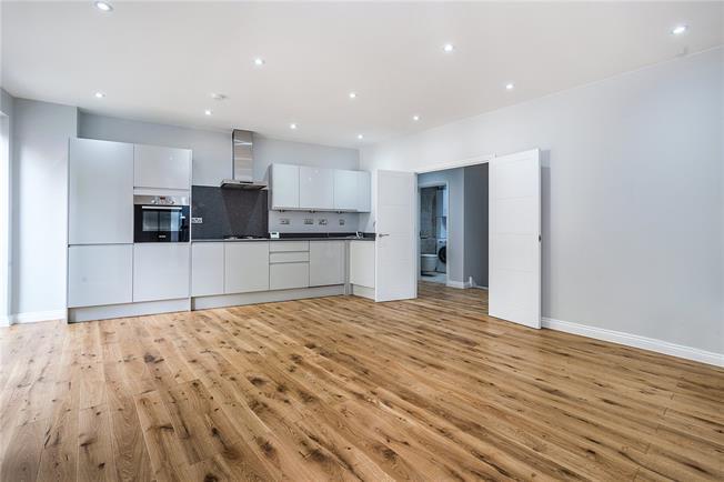 Asking Price £695,000, 2 Bedroom Flat For Sale in London, SE22