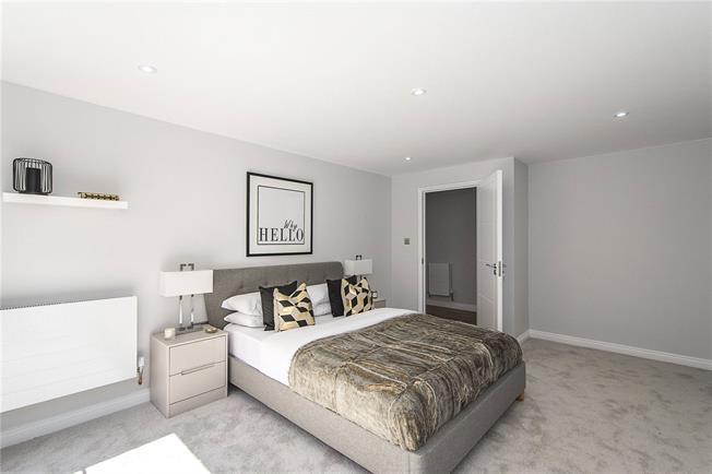 Asking Price £600,000, 2 Bedroom Flat For Sale in London, SE22