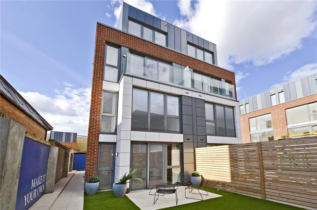 Asking Price £1,360,000, 4 Bedroom Semi Detached House For Sale in London, SW4