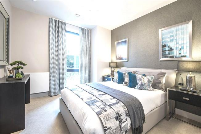 Asking Price £500,000, 2 Bedroom Flat For Sale in Blair Street, London, E14