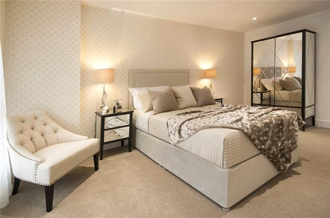 Asking Price £620,000, 3 Bedroom Flat For Sale in London, E14
