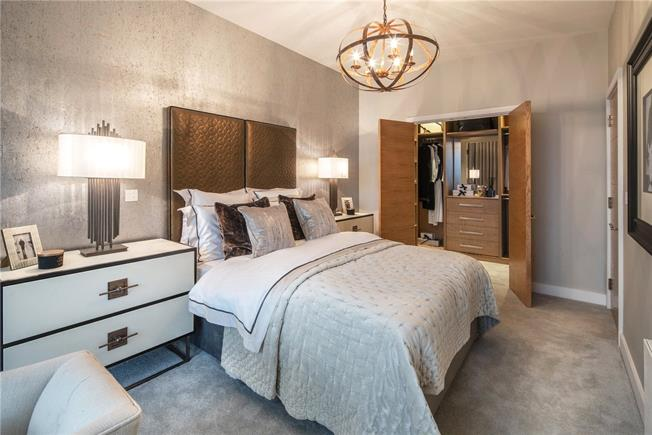 Asking Price £1,300,000, 4 Bedroom House For Sale in London, W10