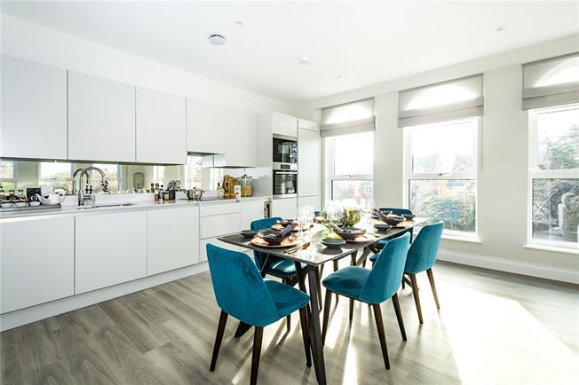 Asking Price £839,995, 2 Bedroom Flat For Sale in London, TW11