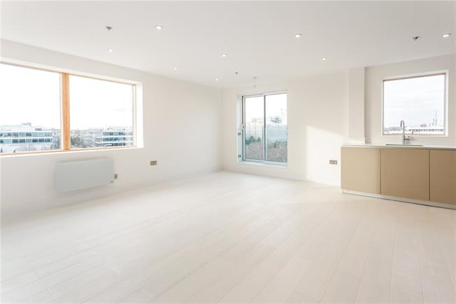 Asking Price £635,000, 2 Bedroom Flat For Sale in London, W4