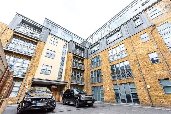 Asking Price £775,000, 2 Bedroom Flat For Sale in London, SW8