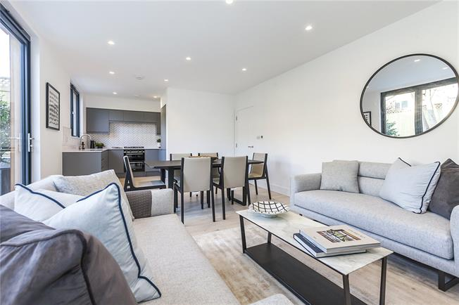 Guide Price £735,000, 3 Bedroom Terraced House For Sale in London, SE14