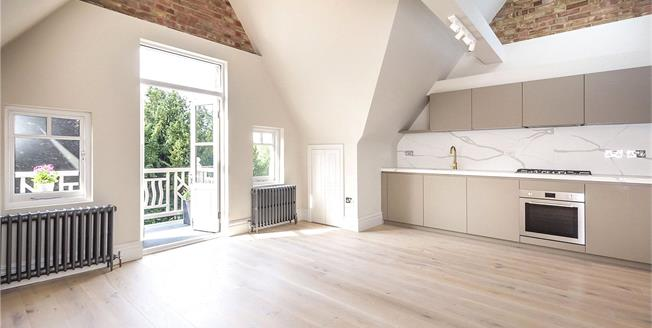 Guide Price £699,950, 2 Bedroom Flat For Sale in Ealing Common, W3