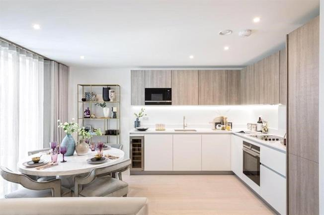 Asking Price £1,350,000, 2 Bedroom Flat For Sale in London, W14