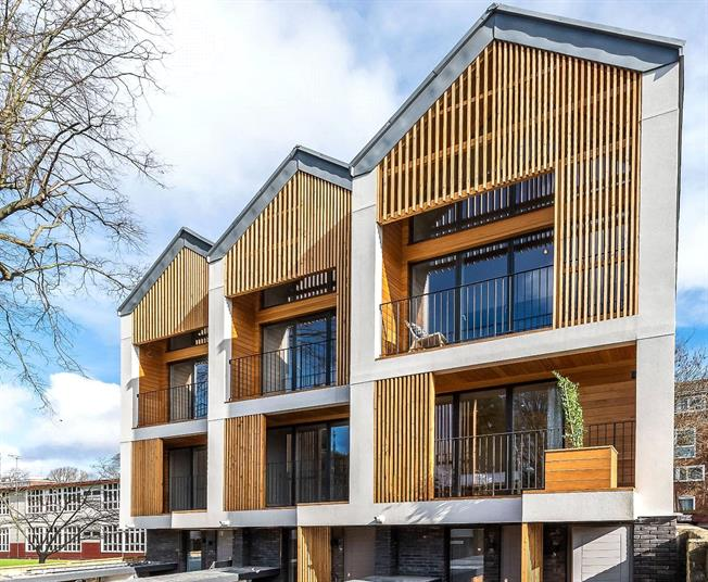 Asking Price £600,000, 2 Bedroom Flat For Sale in London, SW15