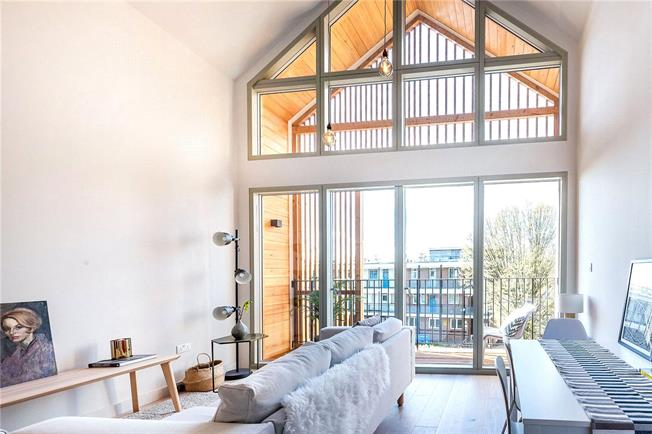 Asking Price £550,000, 2 Bedroom Flat For Sale in London, SW15