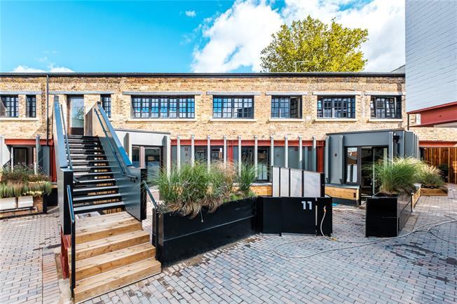 Asking Price £775,000, 2 Bedroom Flat For Sale in Islington, London, N5