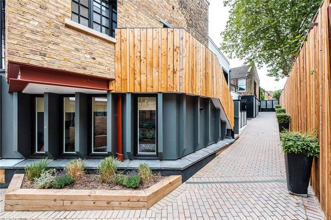 Asking Price £475,000, Flat For Sale in Islington, London, N5