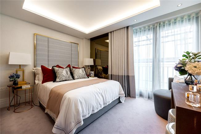 Asking Price £1,790,000, 2 Bedroom Flat For Sale in London, W2