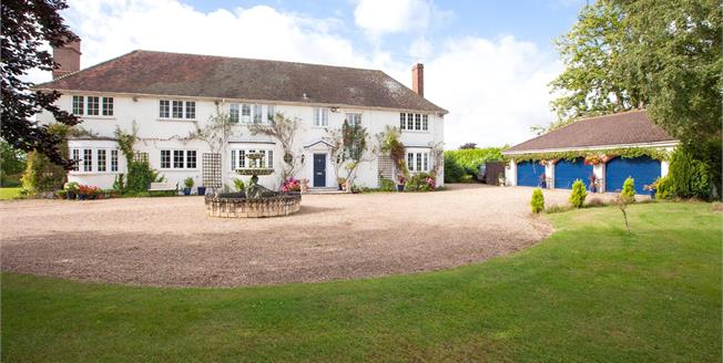 Guide Price £1,675,000, 5 Bedroom Detached House For Sale in Burnham, SL1