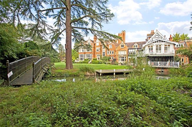 Price on Application, 2 Bedroom Flat For Sale in Maidenhead, Berkshire, SL6