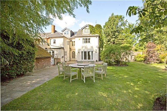 Guide Price £849,950, 5 Bedroom Semi Detached House For Sale in Reading, Berkshire, RG10