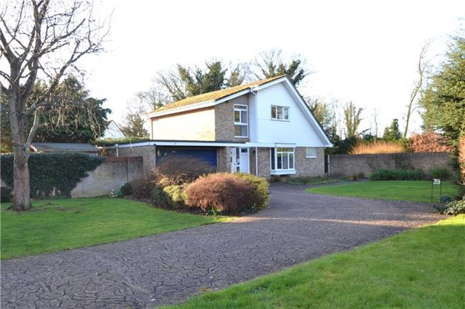 Guide Price £775,000, 4 Bedroom Detached House For Sale in Berkshire, SL6
