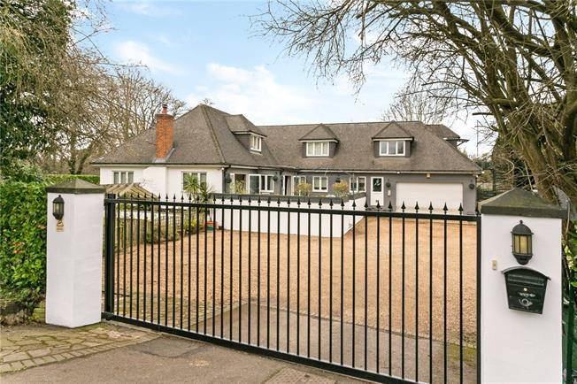 Guide Price £1,500,000, 5 Bedroom Detached House For Sale in Maidenhead, Berkshire, SL6