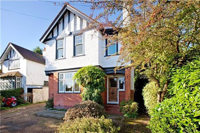 Guide Price £750,000, 4 Bedroom Detached House For Sale in Maidenhead, SL6