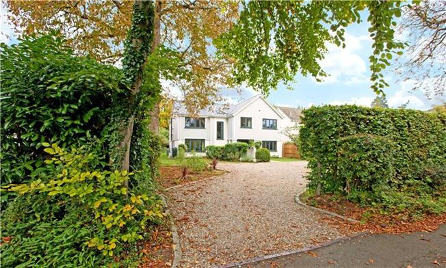Guide Price £1,295,000, 5 Bedroom Detached House For Sale in Maidenhead, SL6