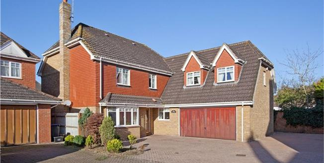 Guide Price £950,000, 5 Bedroom Detached House For Sale in Buckinghamshire, SL1