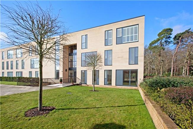 Guide Price £699,950, 2 Bedroom Flat For Sale in Taplow, SL6
