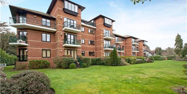 Guide Price £850,000, 3 Bedroom Flat For Sale in Maidenhead, SL6