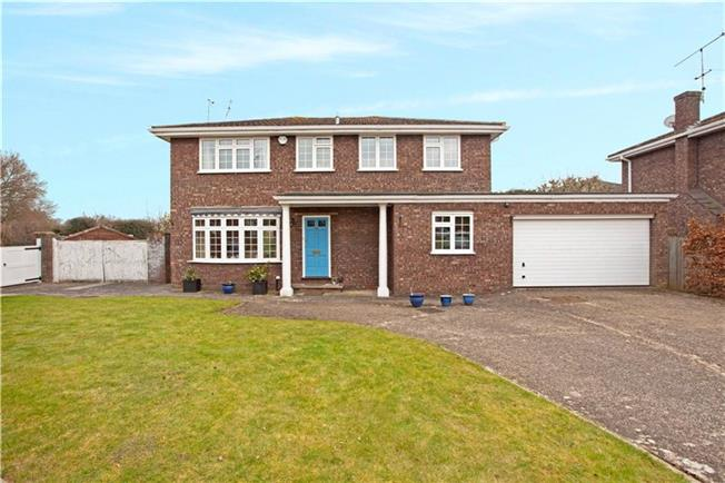 Guide Price £899,950, 4 Bedroom Detached House For Sale in Maidenhead, SL6