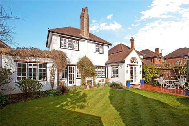 Guide Price £650,000, 3 Bedroom Detached House For Sale in Maidenhead, Berkshire, SL6