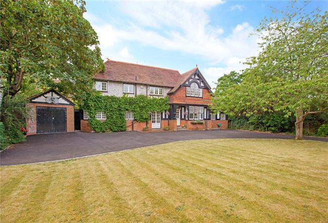 Guide Price £1,475,000, 4 Bedroom Detached House For Sale in Maidenhead, SL6