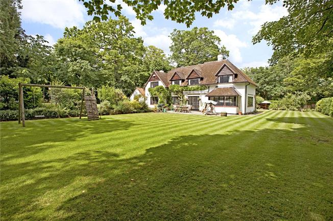 Guide Price £1,450,000, 5 Bedroom Detached House For Sale in Burchetts Green, SL6