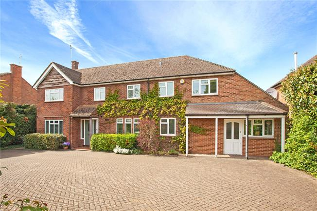 Guide Price £975,000, 5 Bedroom Detached House For Sale in Maidenhead, SL6