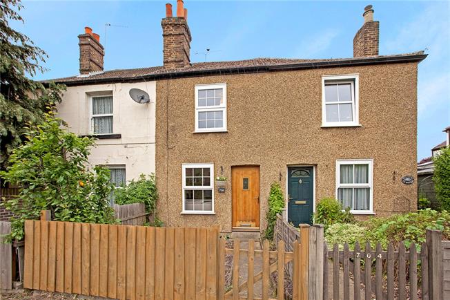 Guide Price £399,950, 2 Bedroom Terraced House For Sale in Taplow, SL6