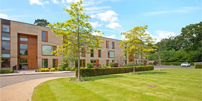 Guide Price £595,000, 2 Bedroom Flat For Sale in Taplow, SL6