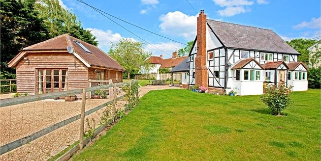 Guide Price £899,950, 3 Bedroom Detached House For Sale in Shurlock Row, RG10