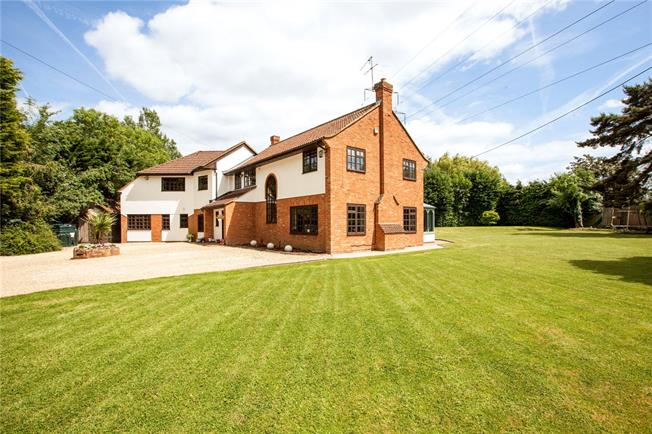 Asking Price £1,325,000, 5 Bedroom Detached House For Sale in Berkshire, SL6
