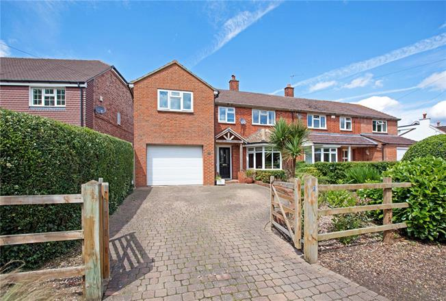 Guide Price £525,000, 4 Bedroom Semi Detached House For Sale in Burnham, SL1