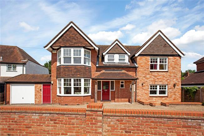 Guide Price £1,175,000, 5 Bedroom Detached House For Sale in Maidenhead, SL6