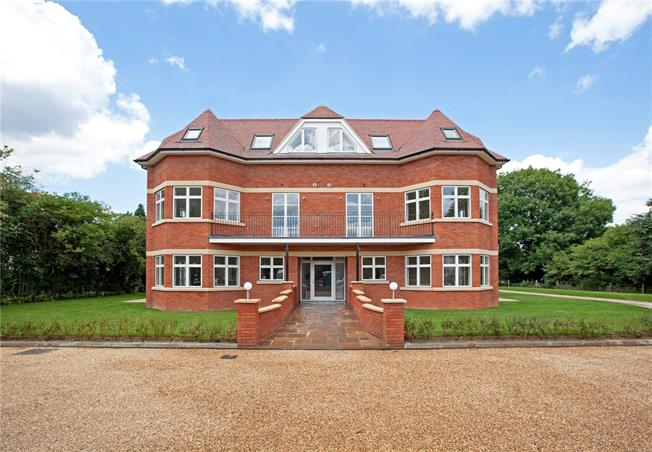 Guide Price £335,000, 1 Bedroom Flat For Sale in Taplow, SL6