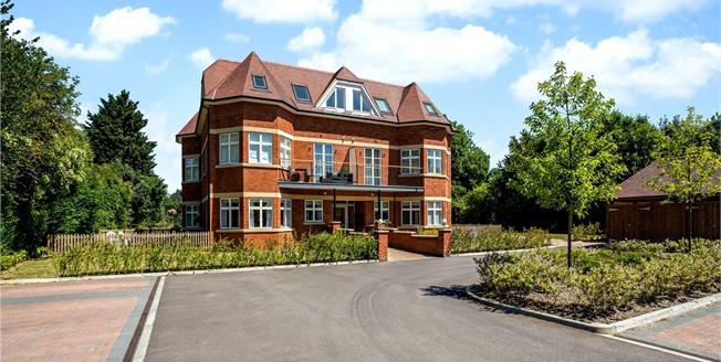 Guide Price £725,000, 2 Bedroom Flat For Sale in Taplow, SL6