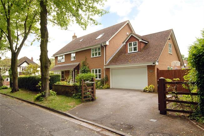 Asking Price £1,100,000, 6 Bedroom Detached House For Sale in Maidenhead, SL6